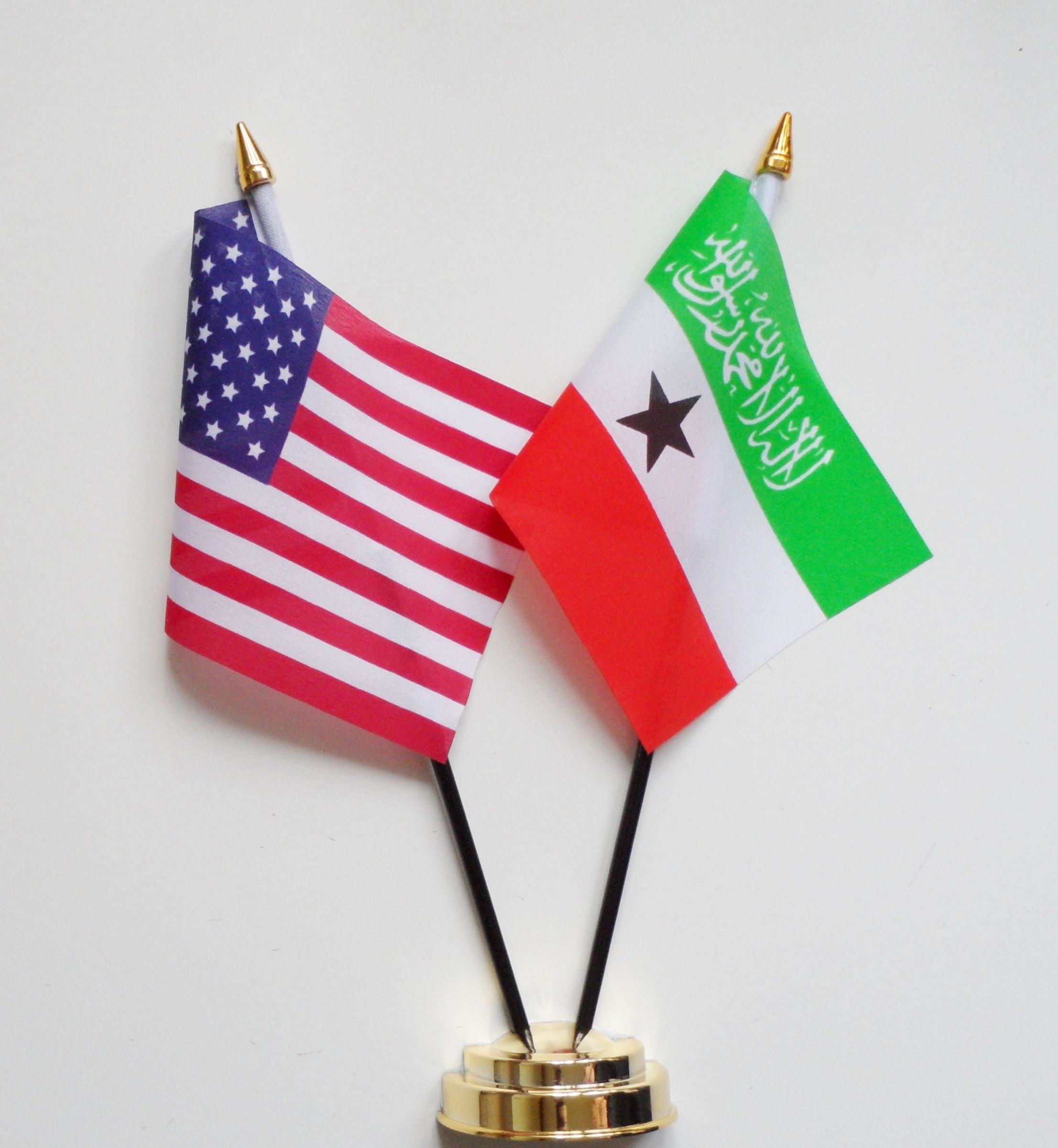 http://www.1000flags.co.uk/ekmps/shops/1000flagsuk/images/united-states-of-america-somaliland-friendship-table-flag.-30584-p.jpg